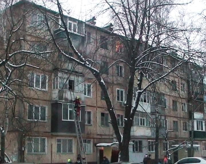 В многоэтажке Сум пожар: среди спасенных 4 человека и 1 ребенок (ФОТО) (фото) - фото 1