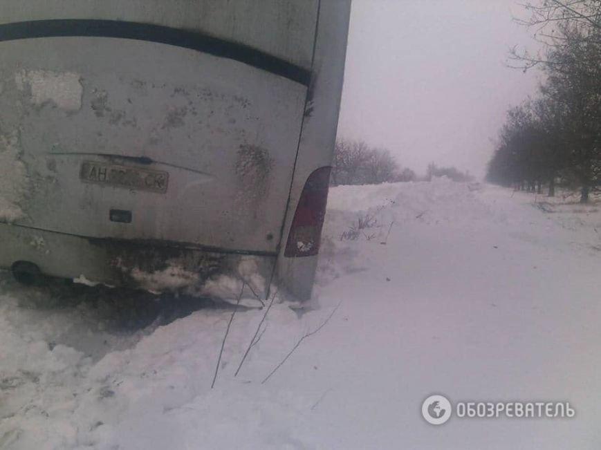 На трассе около Днепродзержинска рейсовый автобус и десятки машин оказались в снежной ловушке (Обновлено) (фото) - фото 5