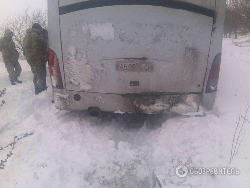 На трассе около Днепродзержинска рейсовый автобус и десятки машин оказались в снежной ловушке (Обновлено) (фото) - фото 4