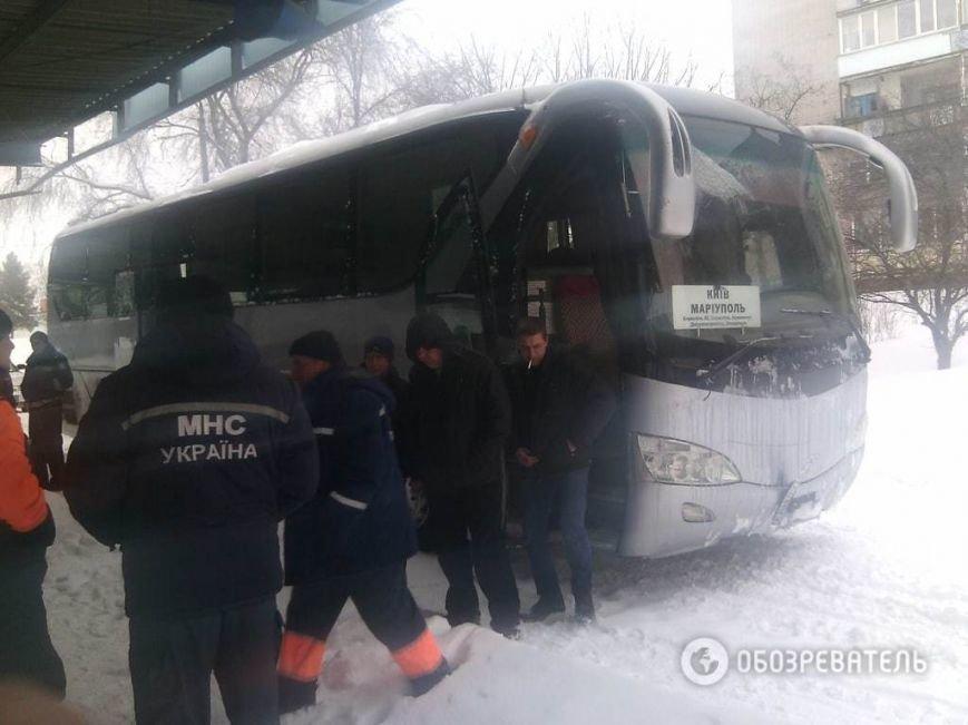 На трассе около Днепродзержинска рейсовый автобус и десятки машин оказались в снежной ловушке (Обновлено) (фото) - фото 7