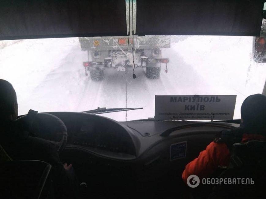 На трассе около Днепродзержинска рейсовый автобус и десятки машин оказались в снежной ловушке (Обновлено) (фото) - фото 6