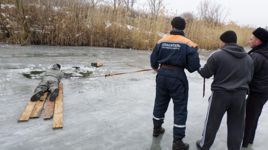 В Ростовской области рыбак погиб, провалившись под лед, фото-1