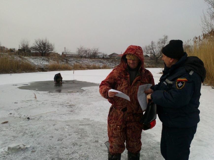 В Ростовской области рыбак погиб, провалившись под лед (фото) - фото 3