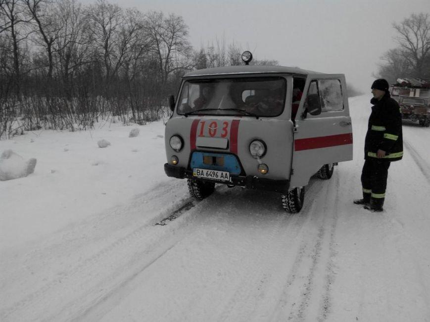 На Кіровоградщині у снігову пастку потрапив автомобіль швидкої (ФОТО), фото-2