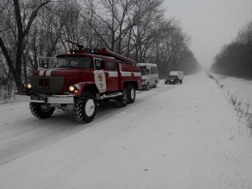 На Кіровоградщині у снігову пастку потрапив автомобіль швидкої (ФОТО), фото-1