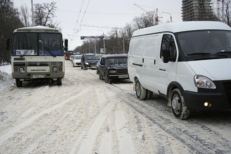 Спасатели просят белгородцев отказаться от личного автотранспорта из-за снежного бурана (фото) - фото 3