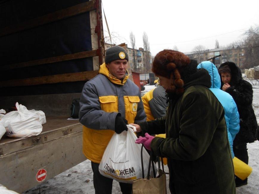 Пострадавшим в Украинске Штаб Ахметова оказывает помощь продуктами и лекарствами (фото) - фото 5