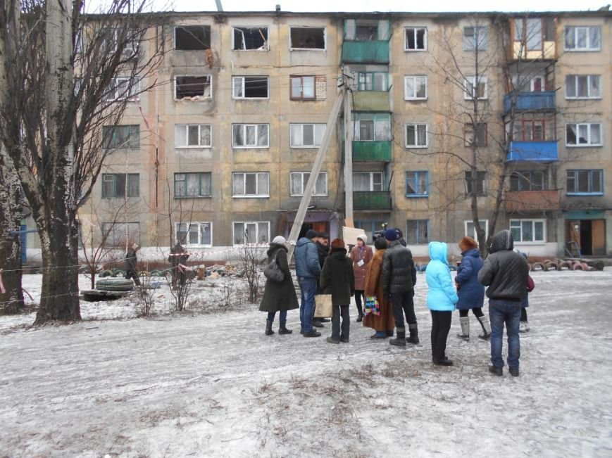 Пострадавшим в Украинске Штаб Ахметова оказывает помощь продуктами и лекарствами (фото) - фото 3