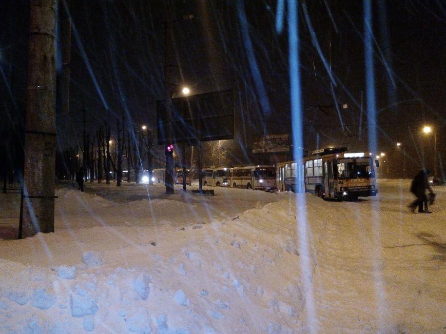 В Кировограде троллейбусы не могут заехать в депо. ФОТО (фото) - фото 1