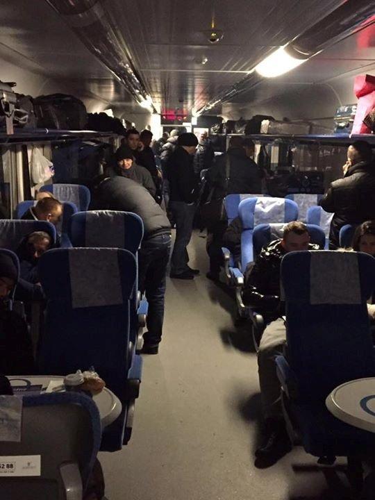 Под Днепропетровском из-за непогоды больше пяти часов простоял поезд