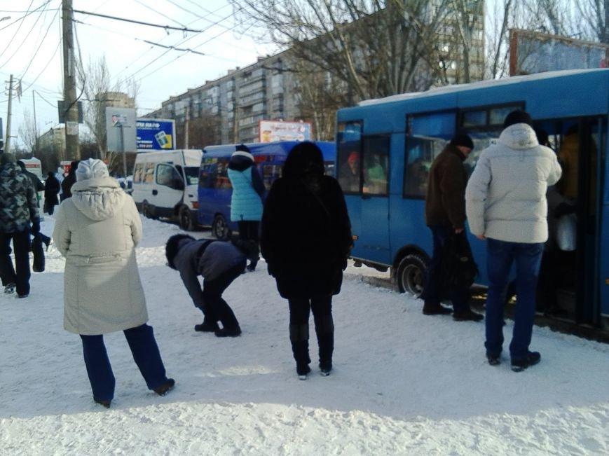 Третий день снежного коллапса в Николаеве: ситуация на дорогах города и области (Постоянно обновляется) (фото) - фото 3
