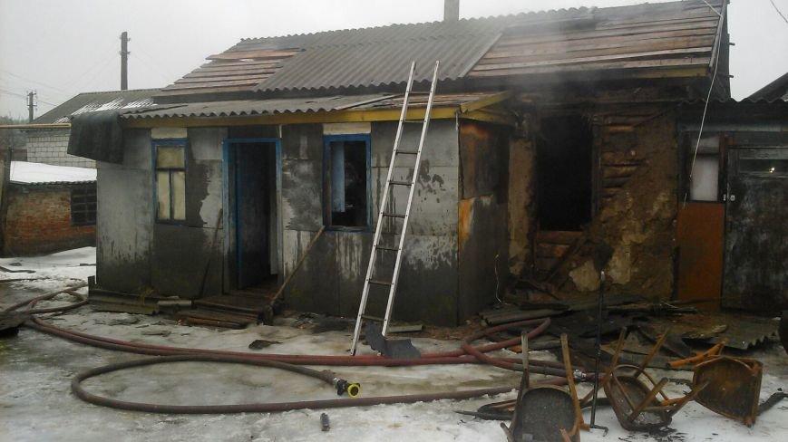 Два пенсионера погибли во время пожара в станице Вешенской, фото-1