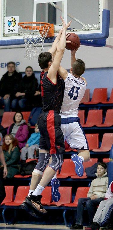 Криворожские баскетболисты на последних секундах вырвали победу у