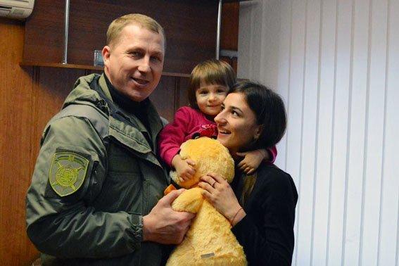 Аброськин встретился в вдовой погибшего правоохранителя, предотвратившего теракт в Мариуполе (ФОТО) (фото) - фото 1