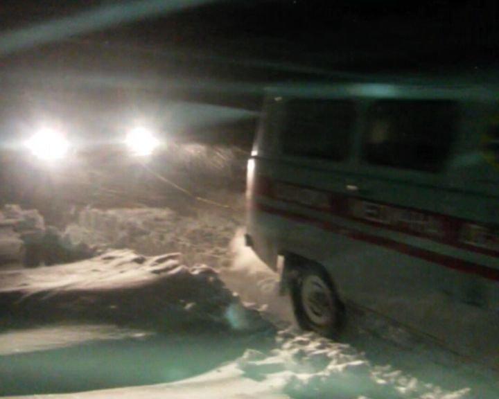 На Сумщине спасатели вытащили из сугроба карету скорой помощи и доставили детей в больницу (ФОТО+ВИДЕО), фото-3