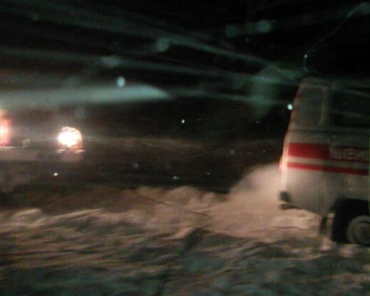 На Сумщине спасатели вытащили из сугроба карету скорой помощи и доставили детей в больницу (ФОТО+ВИДЕО), фото-5