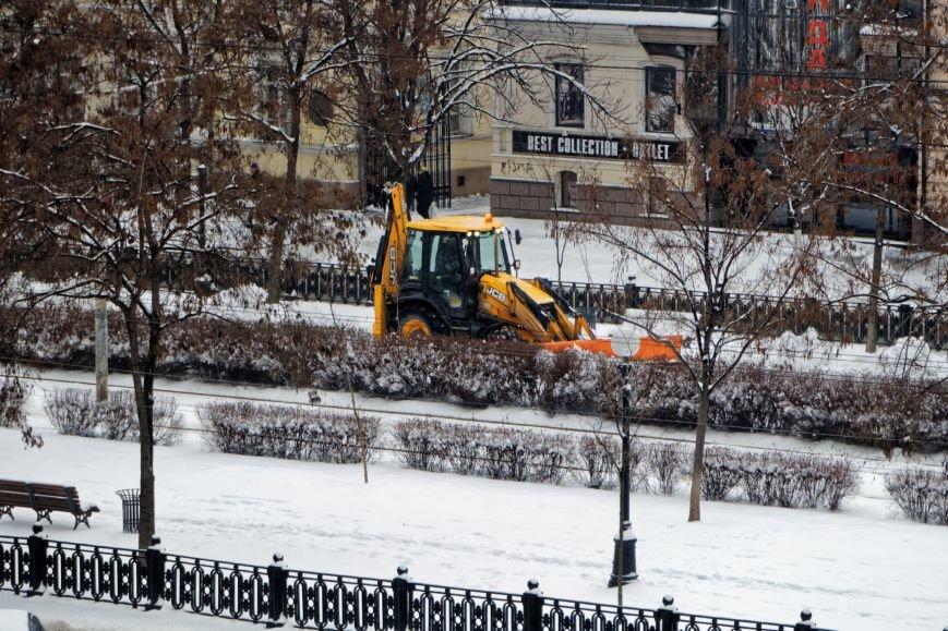 Около 600 спецмашин чистят дороги Днепропетровщины от снега (ФОТО) (фото) - фото 2
