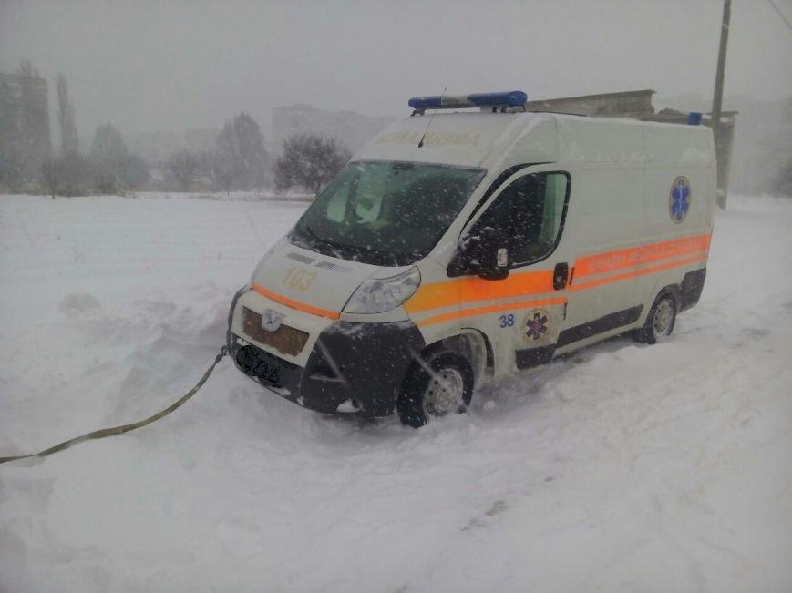 Кременчугские спасатели вытащили из сугроба четыре кареты Скорой помощи (ФОТО), фото-1