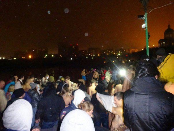 Тысячи ростовчан приняли участие в крещенских купаниях (фото) - фото 2