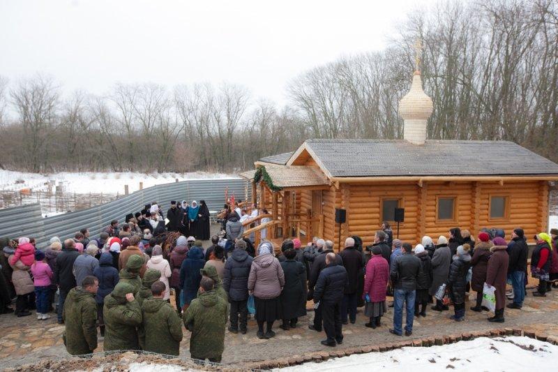 Тысячи ростовчан приняли участие в крещенских купаниях, фото-7