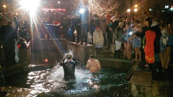 Тысячи ростовчан приняли участие в крещенских купаниях, фото-6