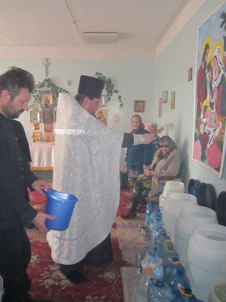 В Белицком доме-интернате совершён чин великого освящения воды (ФОТО) (фото) - фото 1