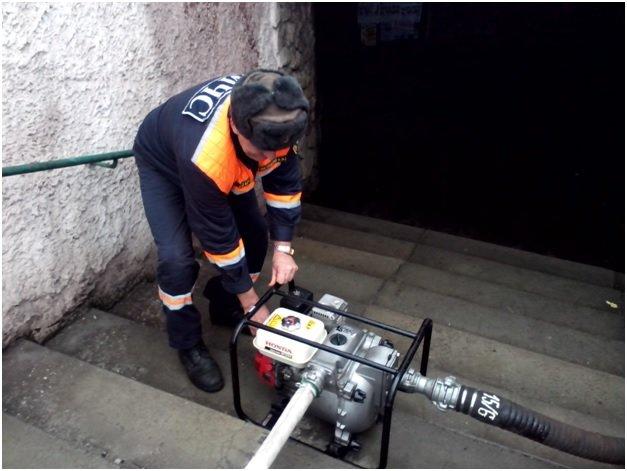 В Макеевке подземный переход заливало водой (фото) (фото) - фото 1