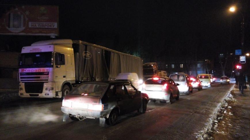 На одній з вулиць Хмельницького з вантажівки злетіли незакріплені панелі (Фото) (фото) - фото 1