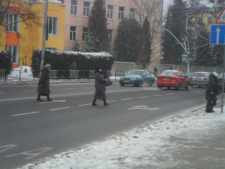 У Львові пішоходи ігнорують світлофор та перебігають дорогу будь-де (ФОТО+ВІДЕО), фото-5
