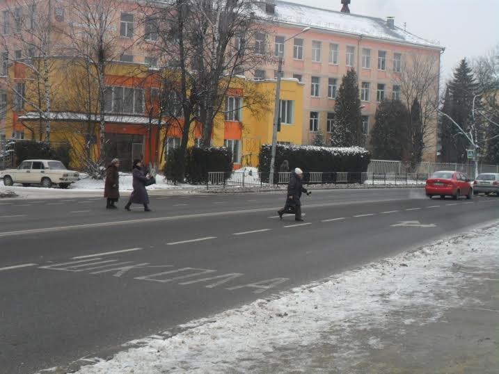 У Львові пішоходи ігнорують світлофор та перебігають дорогу будь-де (ФОТО+ВІДЕО), фото-1