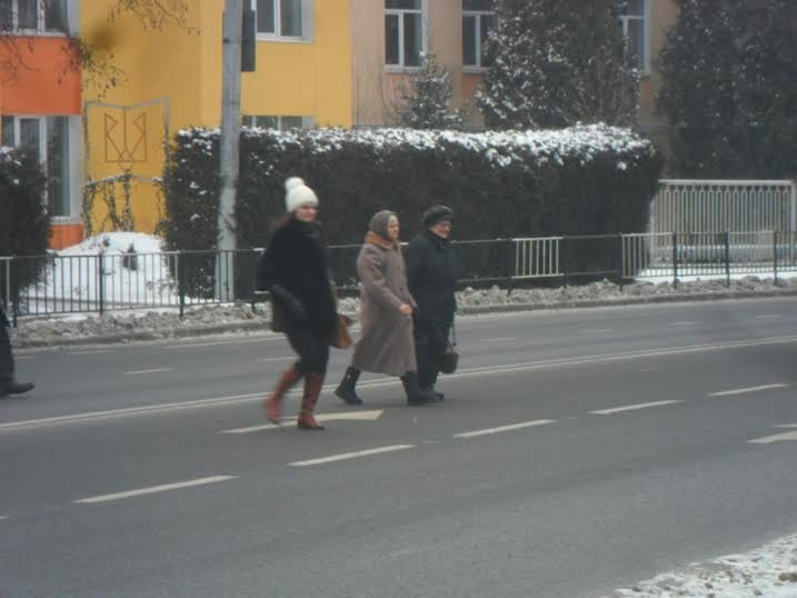 У Львові пішоходи ігнорують світлофор та перебігають дорогу будь-де (ФОТО+ВІДЕО), фото-2