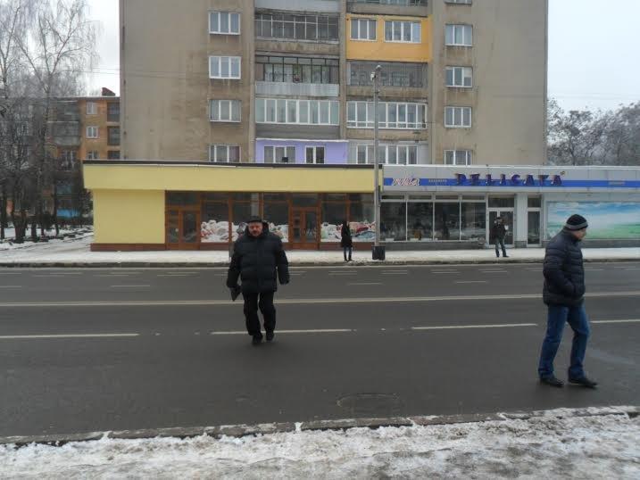 У Львові пішоходи ігнорують світлофор та перебігають дорогу будь-де (ФОТО+ВІДЕО), фото-3