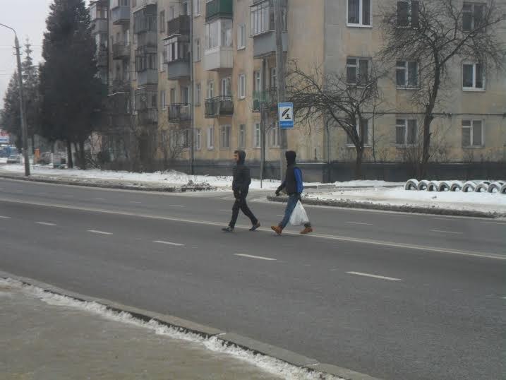 У Львові пішоходи ігнорують світлофор та перебігають дорогу будь-де (ФОТО+ВІДЕО), фото-4