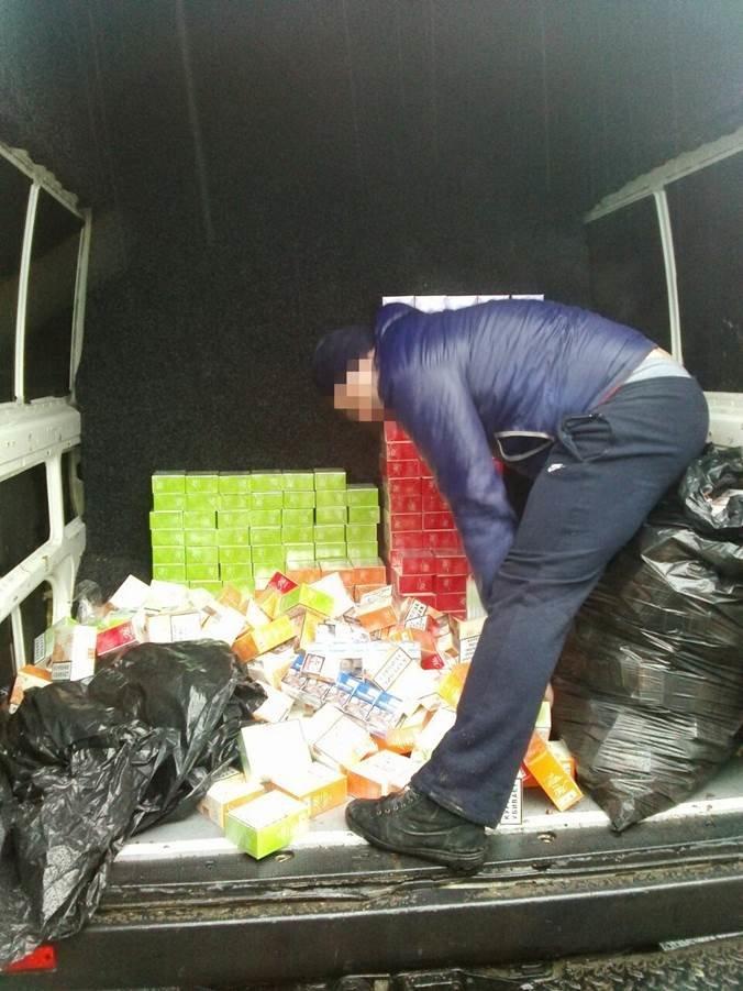 Через «Зайцево» снова незаконно провозят товары и деньги (фото) - фото 1