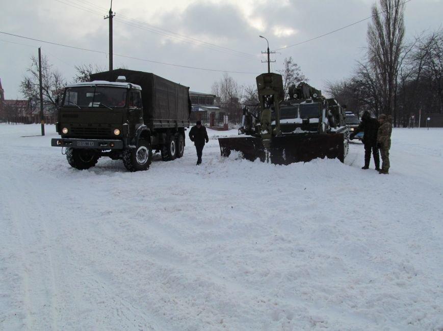 Военные подключились к расчистке трасс на Николаевщине (ФОТО) (фото) - фото 3