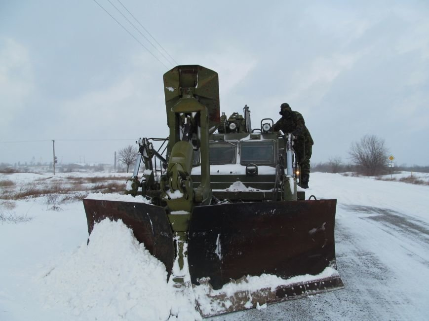 Военные подключились к расчистке трасс на Николаевщине (ФОТО) (фото) - фото 2