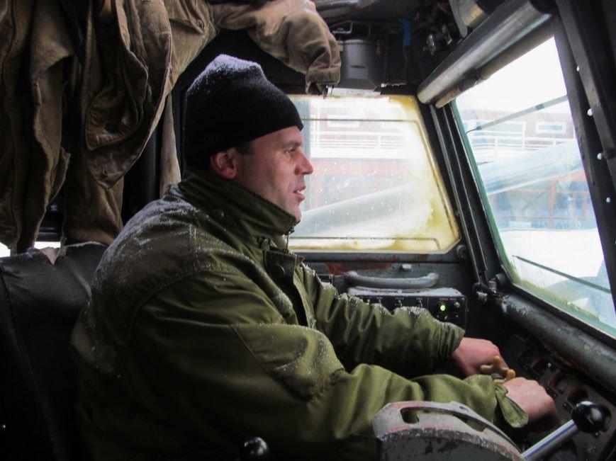 Военные подключились к расчистке трасс на Николаевщине (ФОТО) (фото) - фото 1