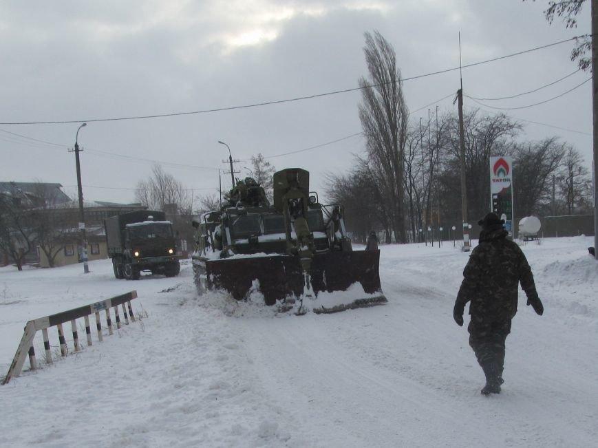 Военные подключились к расчистке трасс на Николаевщине (ФОТО) (фото) - фото 4