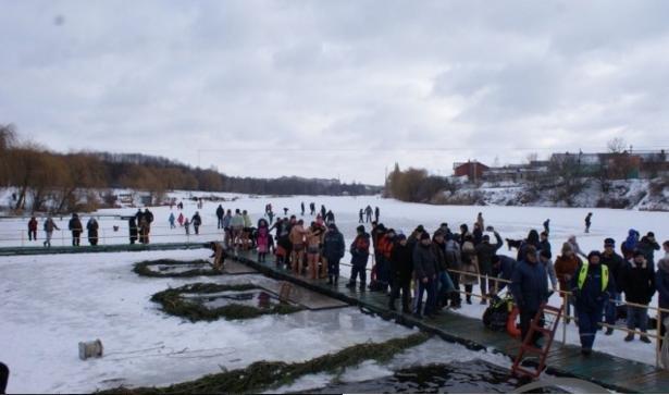 Водохреща у Вінниці: на Вишенському озері купалися від малого до великого (фото) - фото 1