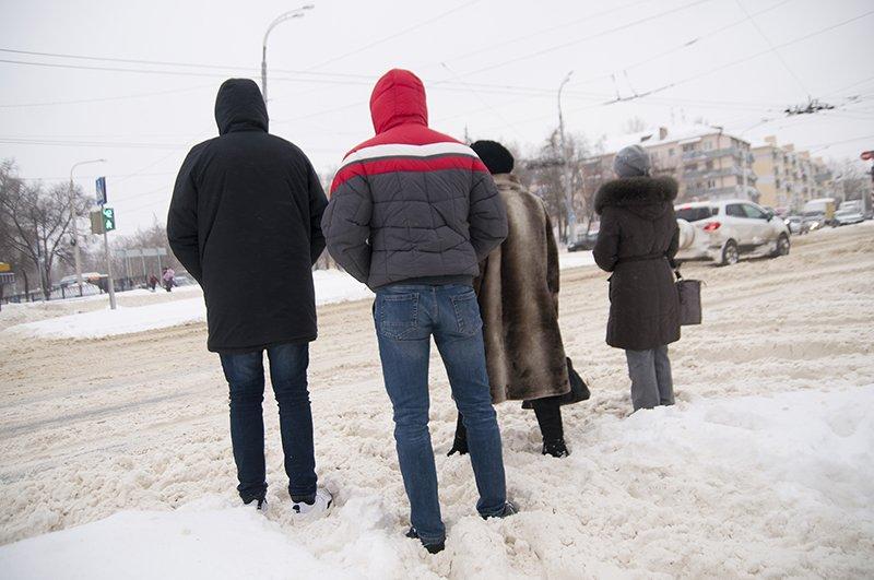 Водители и пешеходы переживают последствия снегопада в Белгороде, фото-4