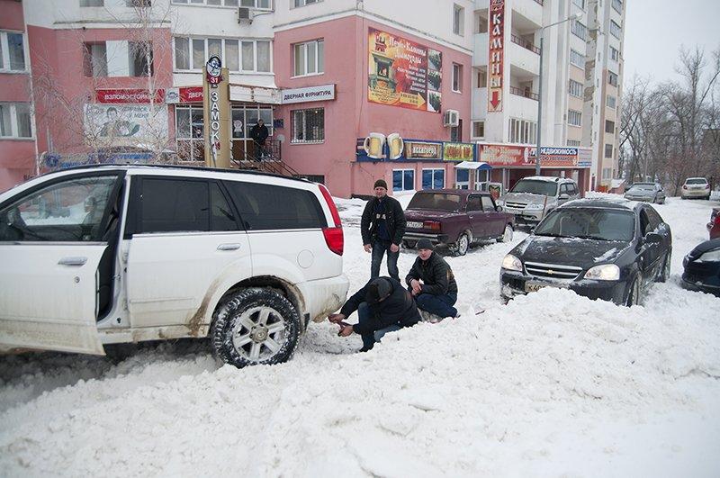 Водители и пешеходы переживают последствия снегопада в Белгороде, фото-5