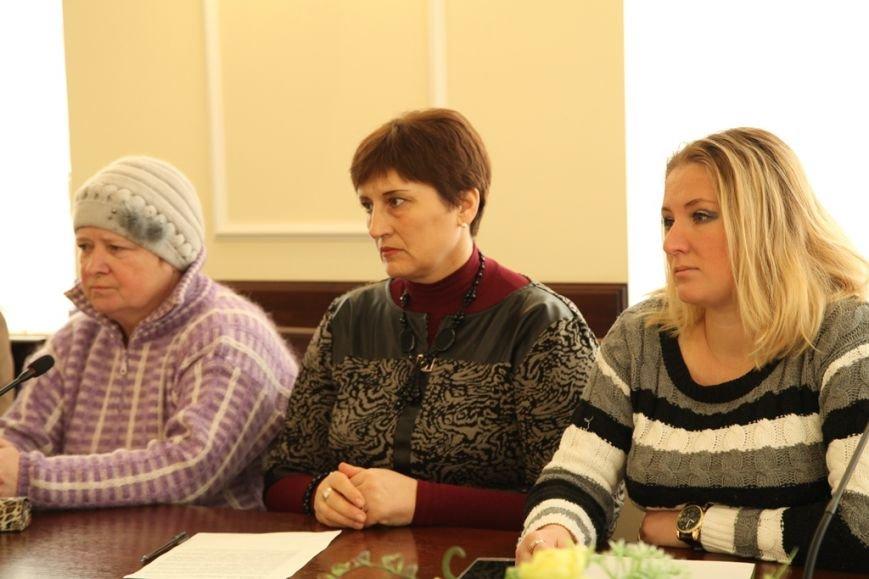 Жители общежитий в Кривом Роге получат от города материальную помощь для приватизации комнат,- мэр Ю.Вилкул (фото) - фото 1