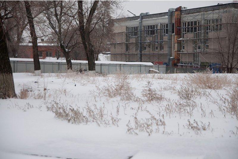 В Белгороде рядом с замороженной стройкой на малой «богданке» движение ограничили ещё на год (фото) - фото 2