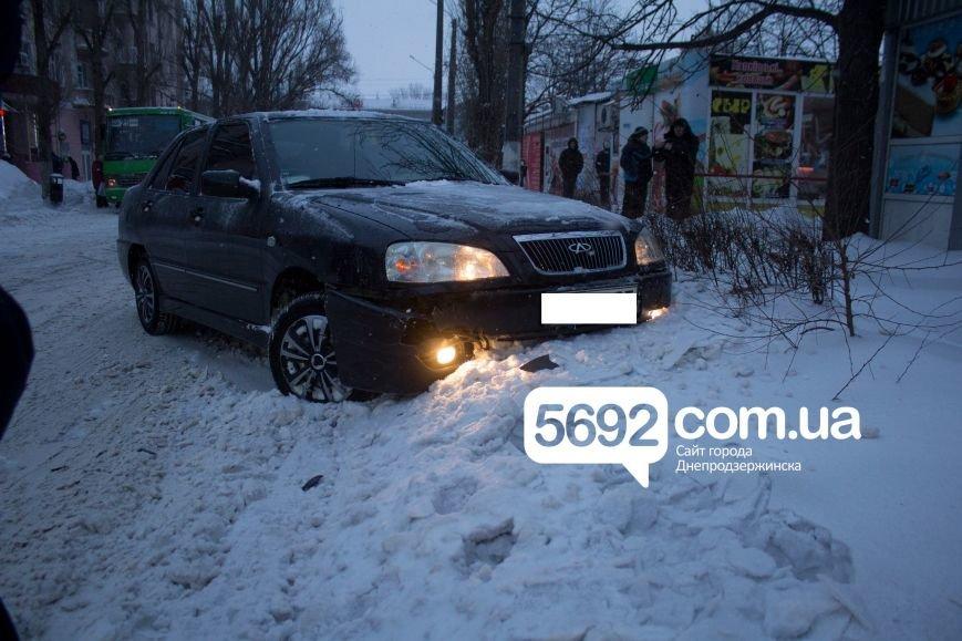 В Днепродзержинске произошло ДТП на улице Сыровца (фото) - фото 1
