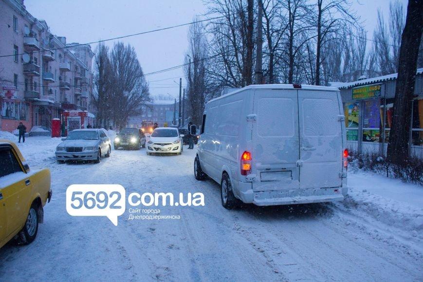 В Днепродзержинске произошло ДТП на улице Сыровца (фото) - фото 5