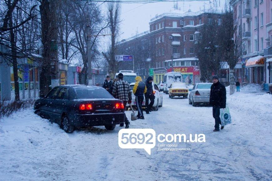 В Днепродзержинске произошло ДТП на улице Сыровца (фото) - фото 3