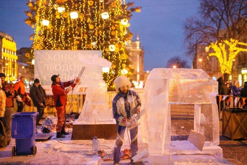 Як львів'яни створюють скульптури із криги у центрі міста (ФОТОРЕПОРТАЖ), фото-9