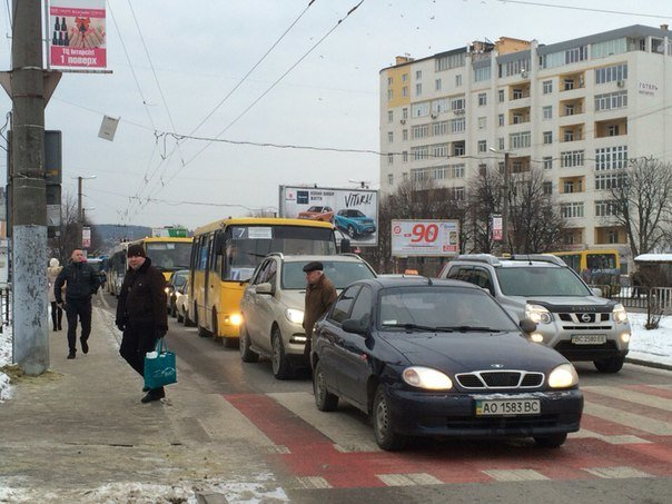 На кільці Чорновола-Липинського вантажівка врізалася в автомобіль (ФОТО), фото-4