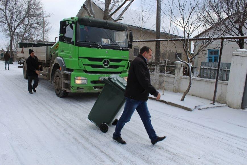 Жителям частного сектора Симферополя раздают персональные мусорные баки (ФОТО) (фото) - фото 4