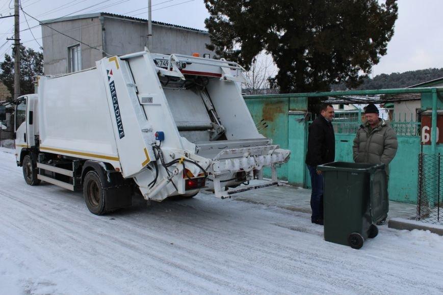 Жителям частного сектора Симферополя раздают персональные мусорные баки (ФОТО) (фото) - фото 5
